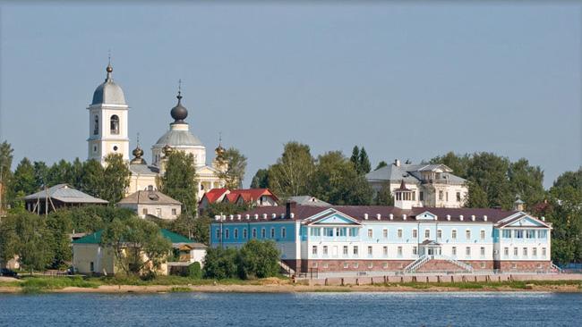 Город Мышкин - вид с реки
