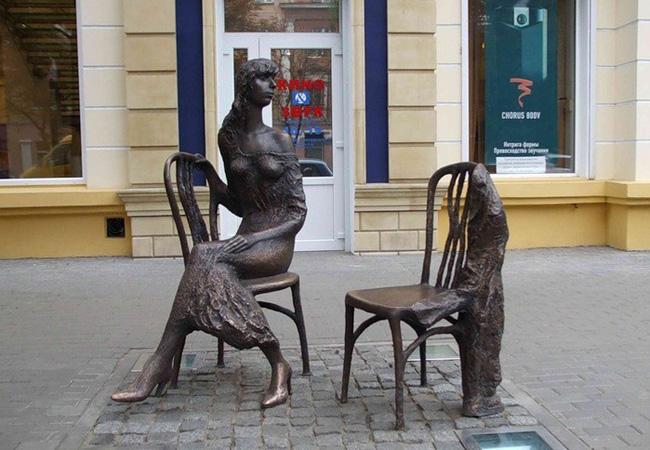 Памятник Незнакомка