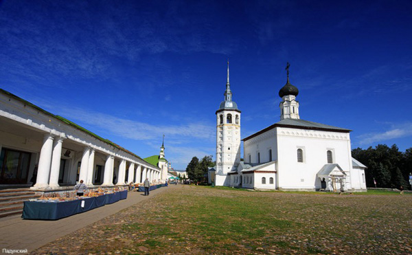 Торговая площадь Суздаля и церковь Воскресения