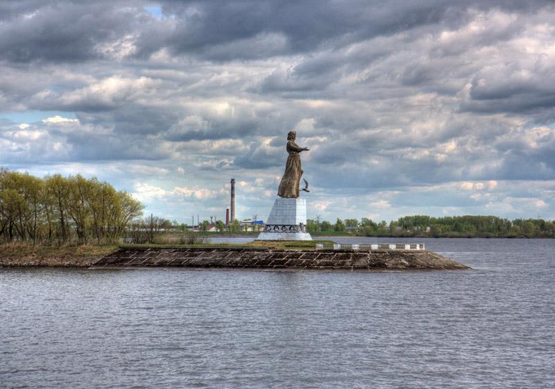 Монумент Мать-Волга