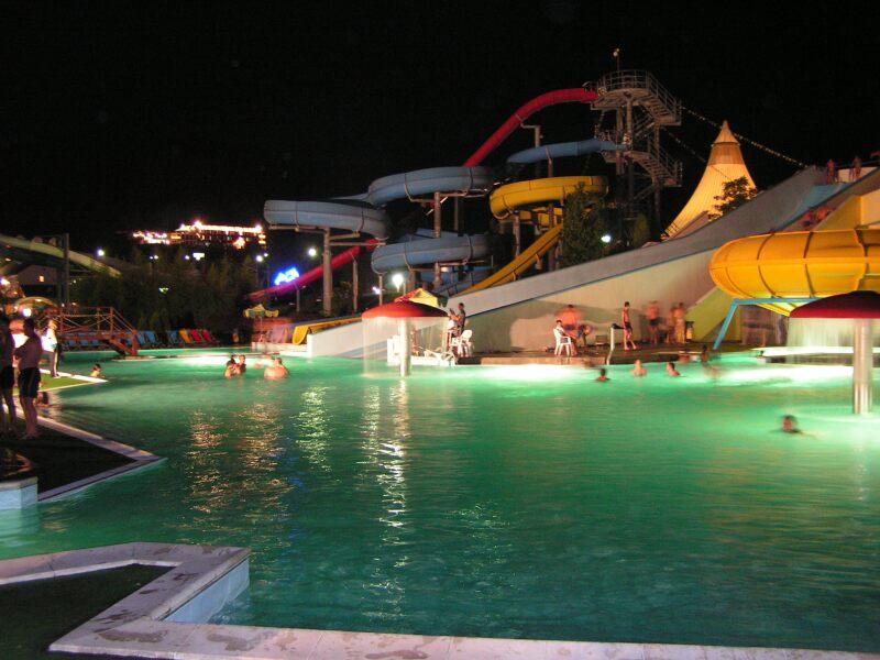 Аквапарк «Дельфин» ночь