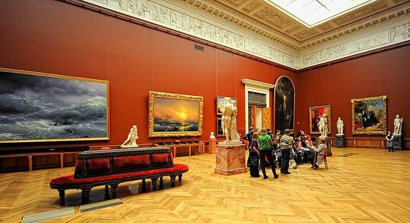Картинная галерея имени Айвазовского внутри