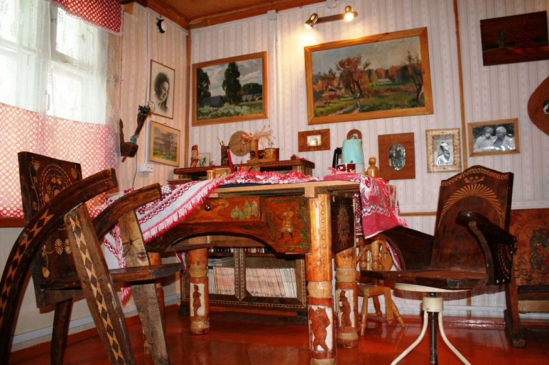 Литературно-художественный музей внутри