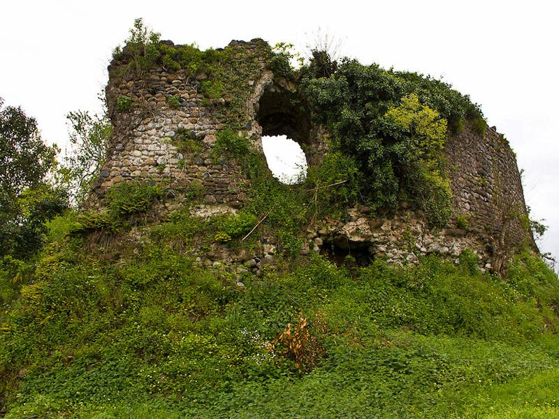 Руины замка Баграта