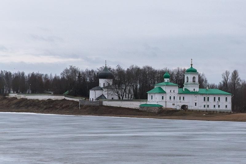 Спасо-Мирожский монастырь весь