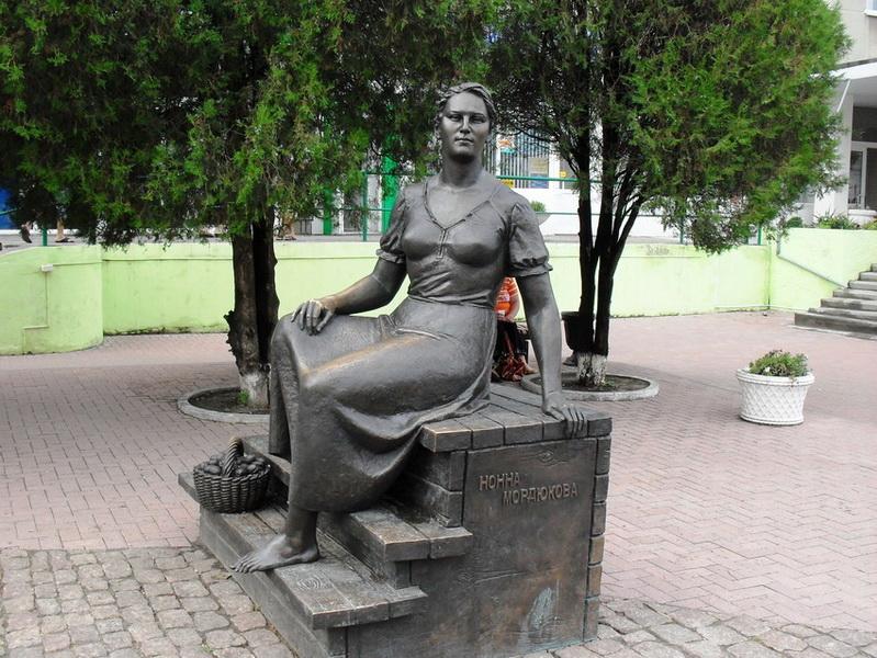 Памятник Нонны Мордюковой