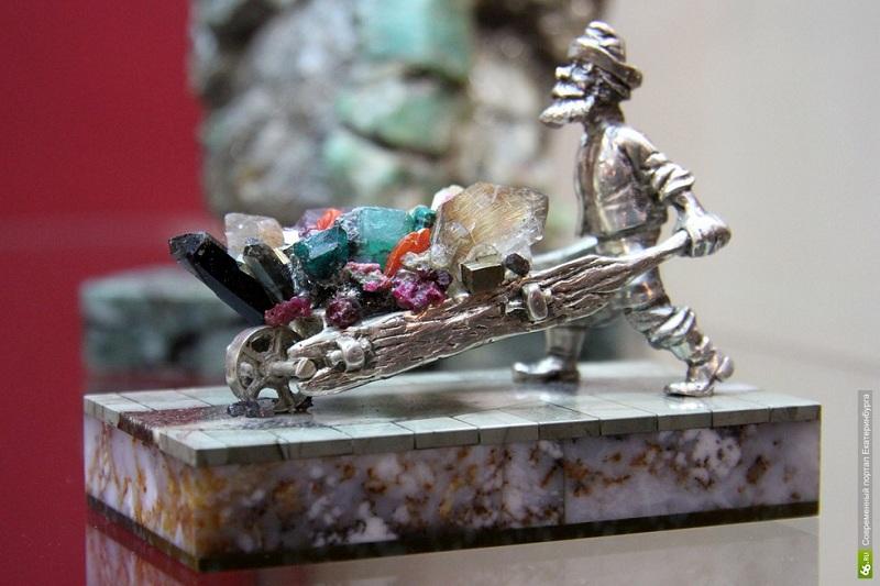 Музей истории камнерезного и ювелирного искусства внутри