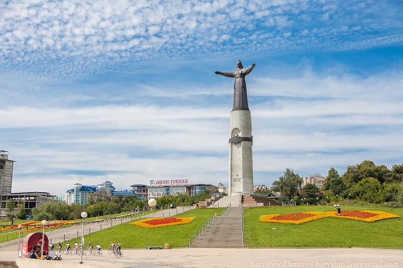 Памятник Мать-Покровительница
