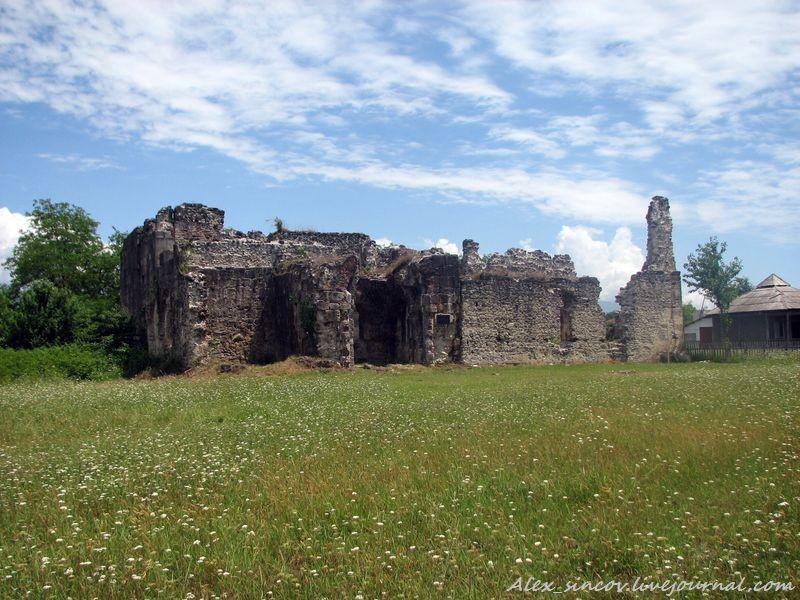 Руины старинного дворца