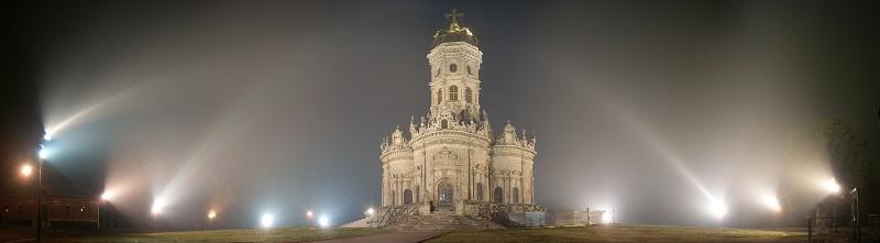 Церковь Знамения ночью