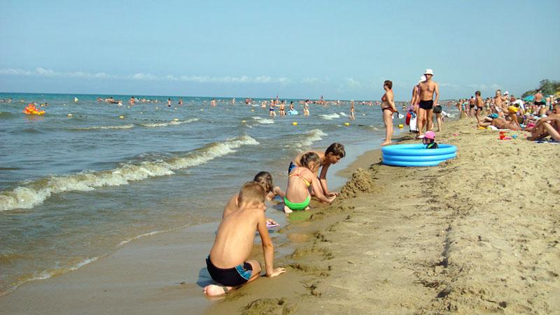 Песочный пляж Анапы