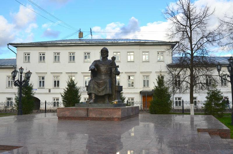 kostroma_pamatnik_dolgorukomu