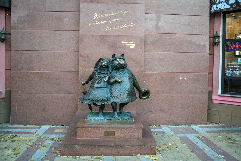 Скульптура «Гуляющие собачки»