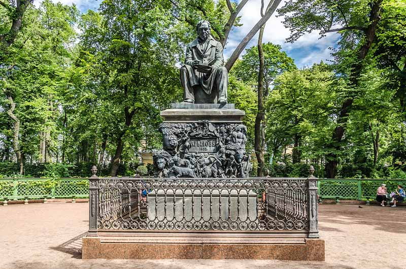 памятник баснописцу Крылову