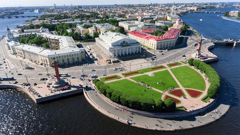 Стрелка Васильевского острова и ростральные колонны