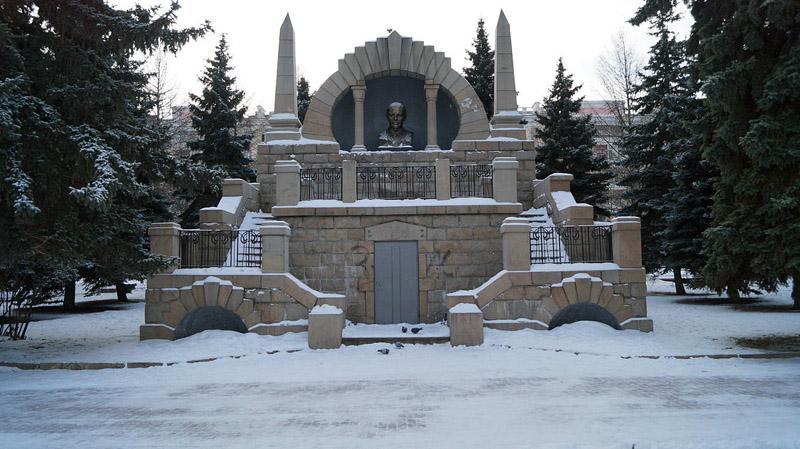 Памятник-мавзолей И.В.Ленину