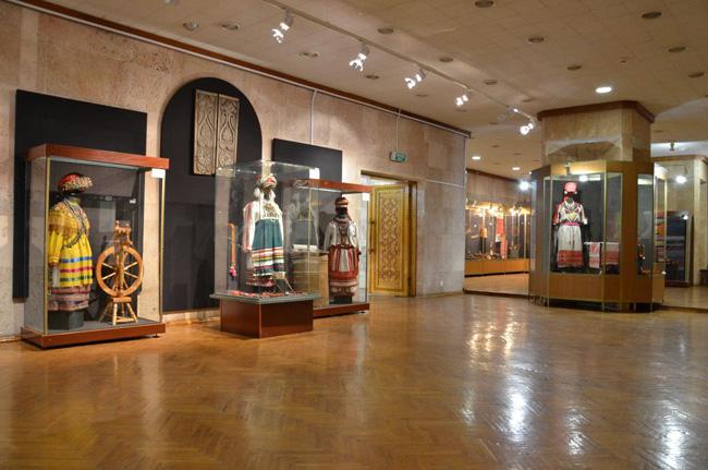 Экспонаты Музея изобразительных искусств имени С. Д. Эрьзи