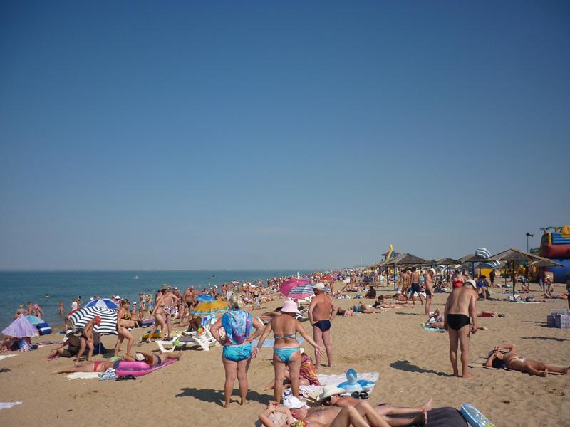 Песчаный пляж Саки