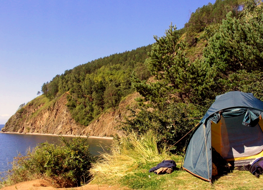 Если ехать на Байкал дикарем, то с палаткой