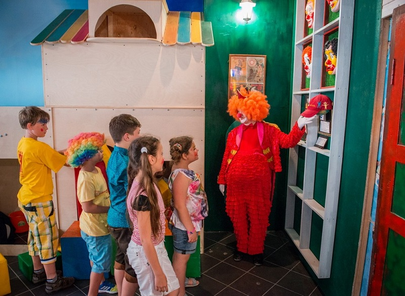Дом клоуна внутри