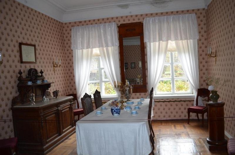 Музей-усадьба М.П. Мусоргского внутри
