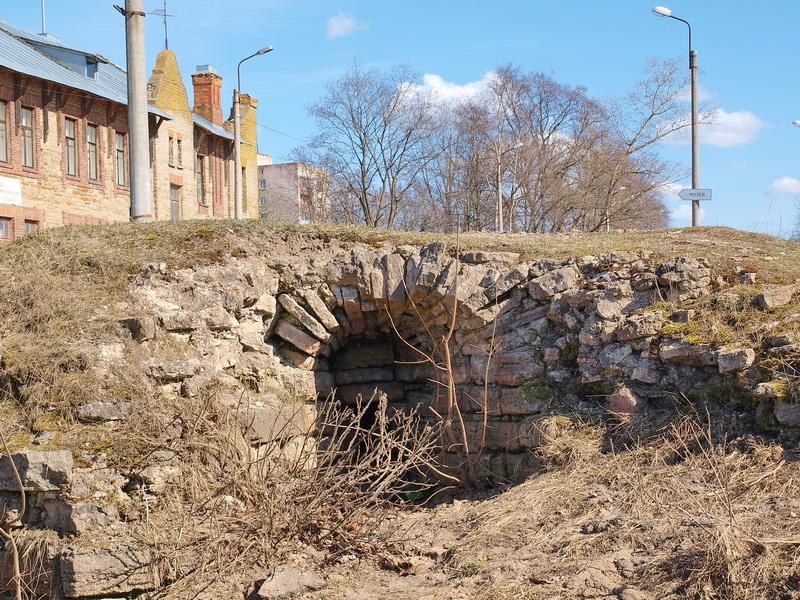 Развалины крепости Ям
