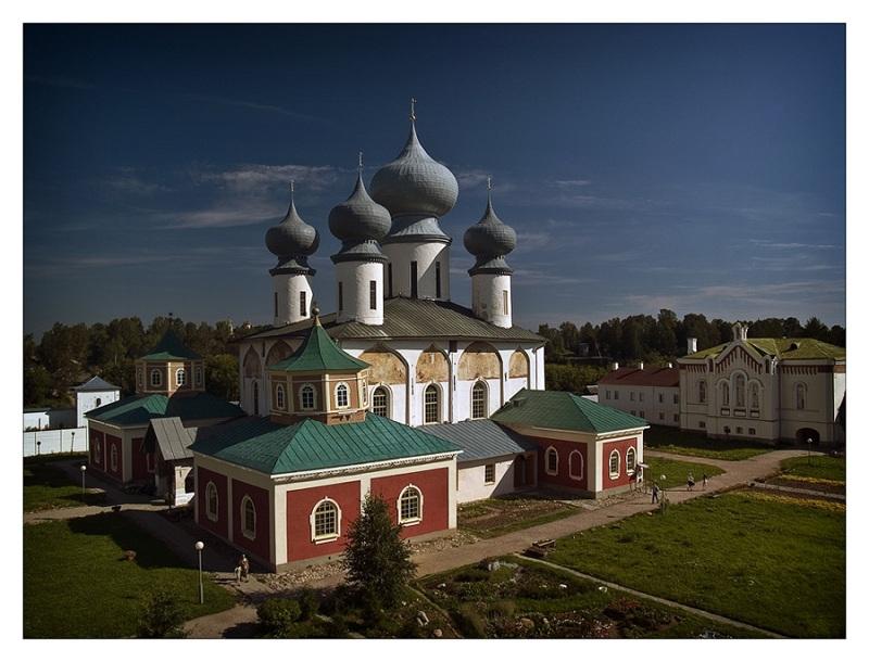 Богородичный Успенский мужской монастырь вид