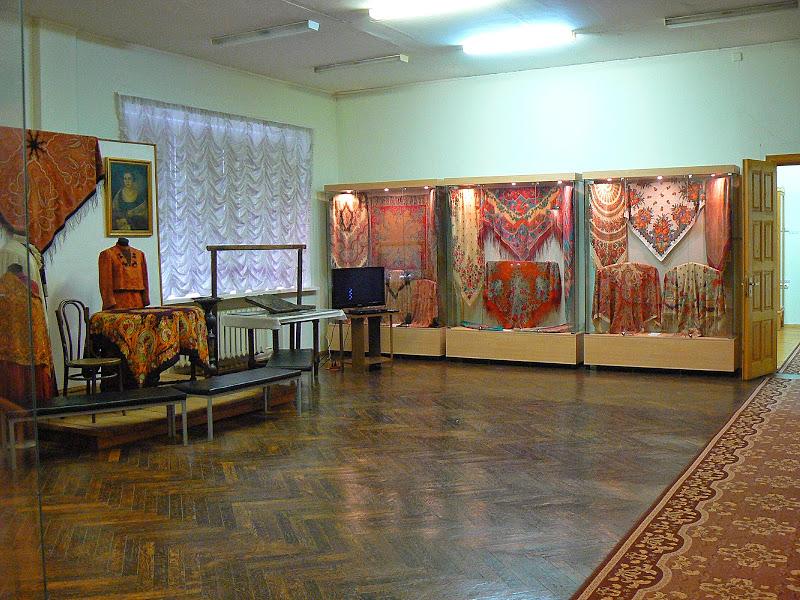 Музей истории платка и шали внутри