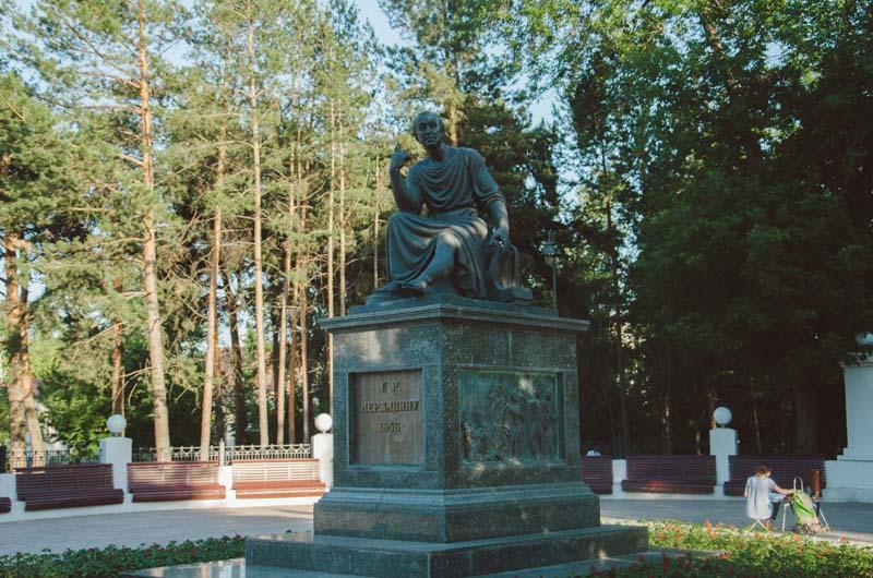 лядской сад памятник Державину