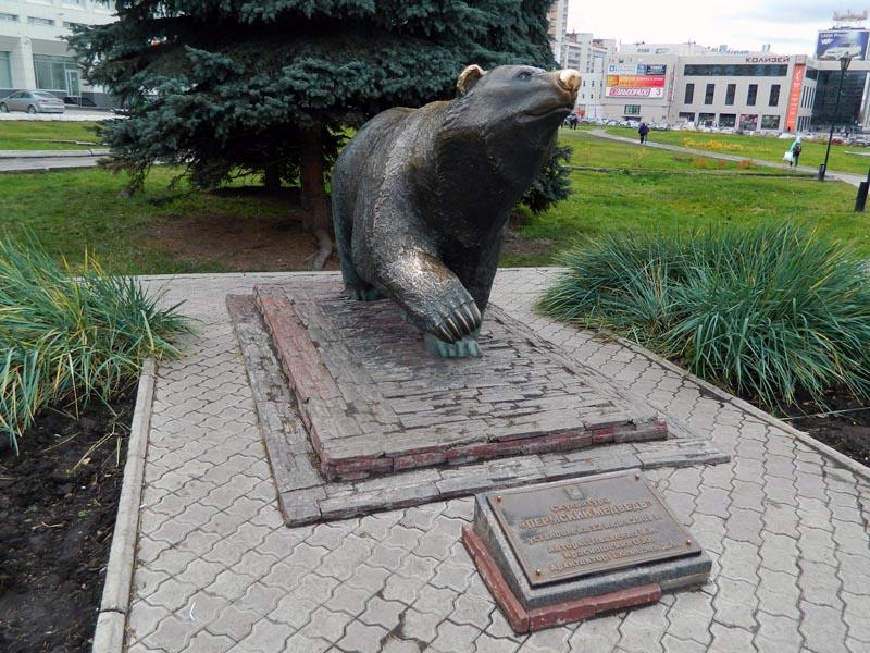идущий медведь