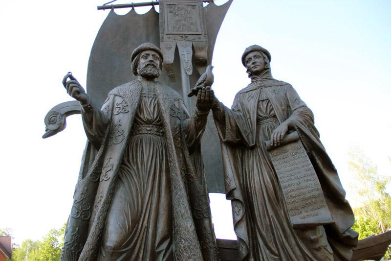 Памятник Петру и Февронии