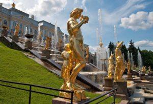 Что стоит посмотреть в Петергофе в первую очередь: парки, фонтаны, дворцы