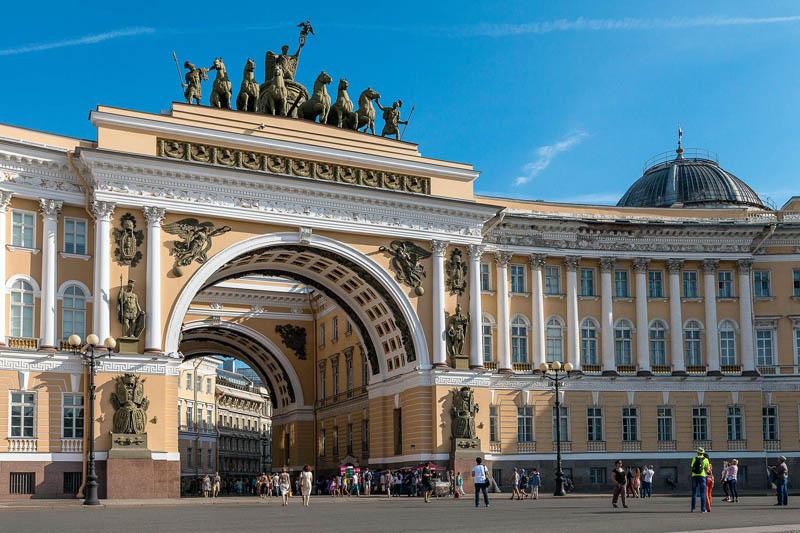Здание Главного штаба и Триумфальная арка