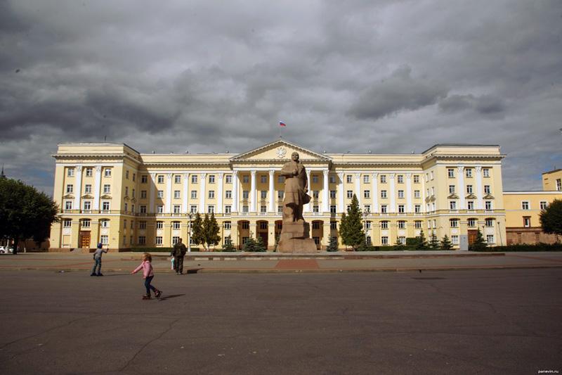 Площадь Ленина и пешеходная улица Ленина