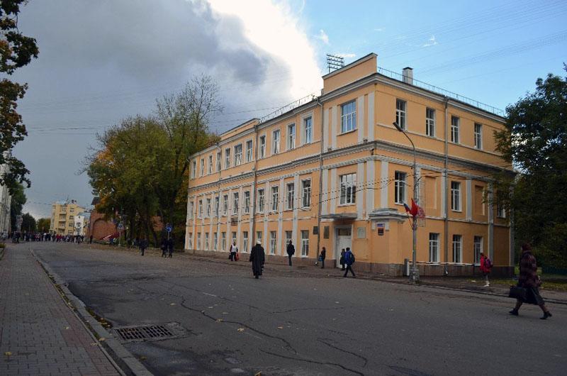 Улица Октябрьской революции